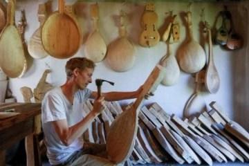 乌裔美国人还原失传的乌克兰杜玛民歌音乐传统