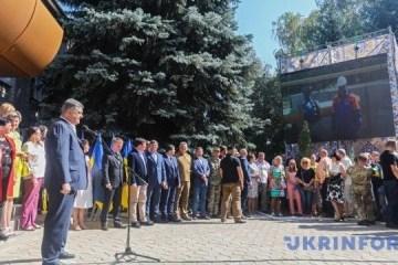波罗申科抵达阿夫杰耶夫开通天然气管道