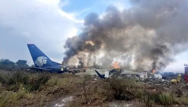 При падінні літака в Мексиці загиблих немає, 85 осіб поранені - губернатор