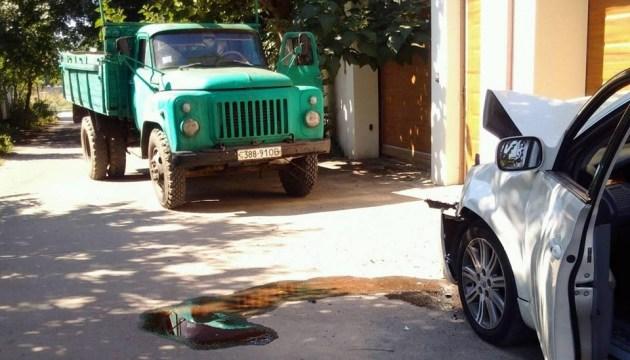 В Одесі вантажівка протаранила легковик з активістами