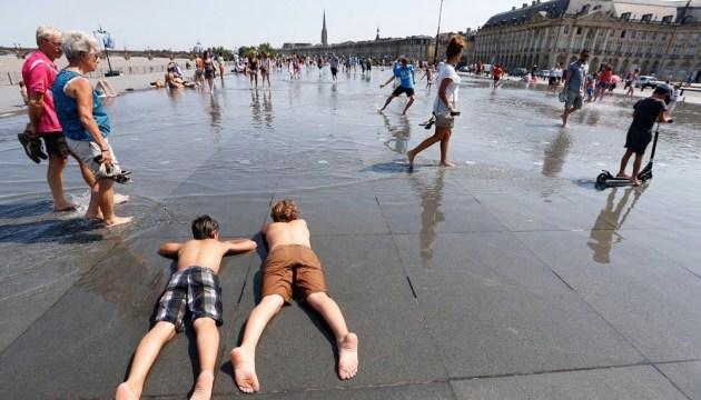 Через аномальну спеку у Франції оголосили