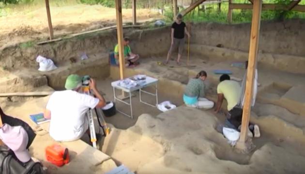 考古学家在罗夫诺附近发掘出1.5万年历史的原始村落遗址