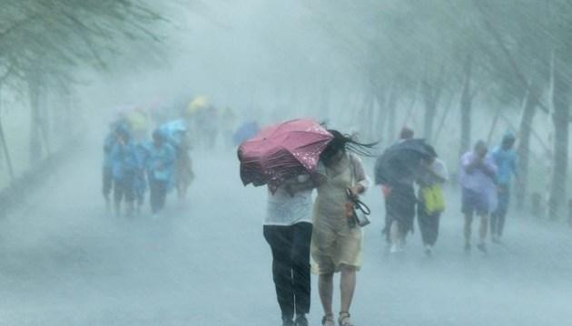 У Шанхаї евакуювали 130 тисяч людей через тропічний шторм