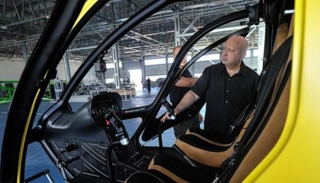 Турчинов закликає пересідати на вертольоти: небу не потрібен ямковий ремонт