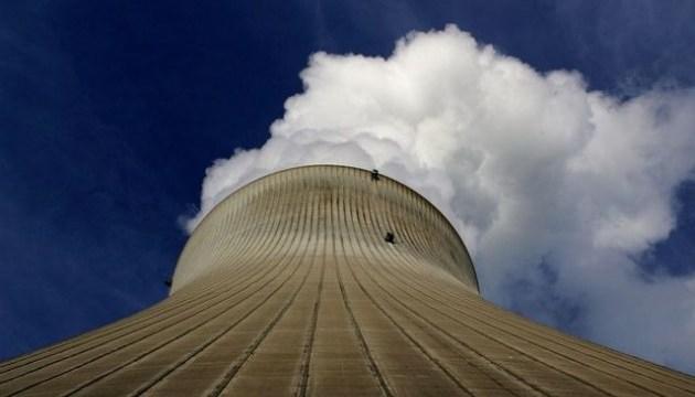 Через спеку у Франції відключили два реактори АЕС