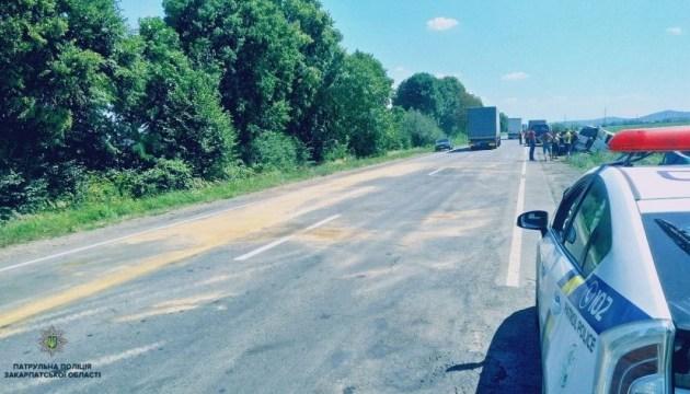Трасу Київ-Чоп перекривали через потрійну ДТП