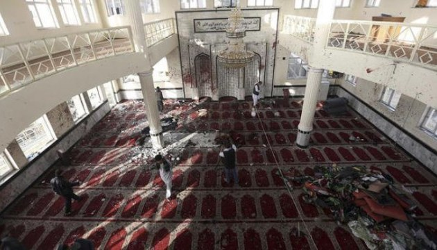 Теракт в афганській мечеті: смертники вбили 39 осіб, 80 - поранені