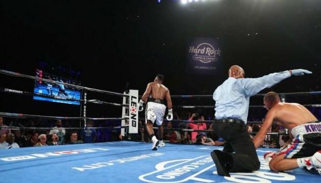Бокс: Альварес нокаутировал россиянина Ковалева и стал чемпионом мира в полутяжелом весе