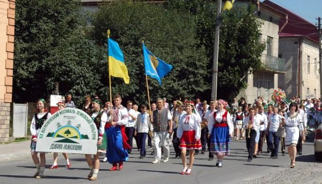 Фестиваль на Тернопольщине собрал лемков из семи стран