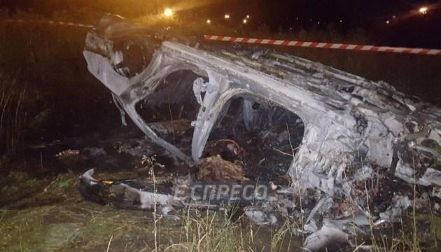 Смертельна ДТП у Києві: авто із водієм згоріло вщент