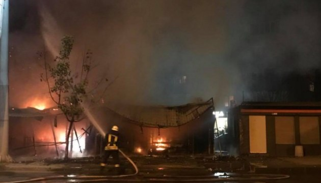 В Одессе пожар уничтожил семь магазинов