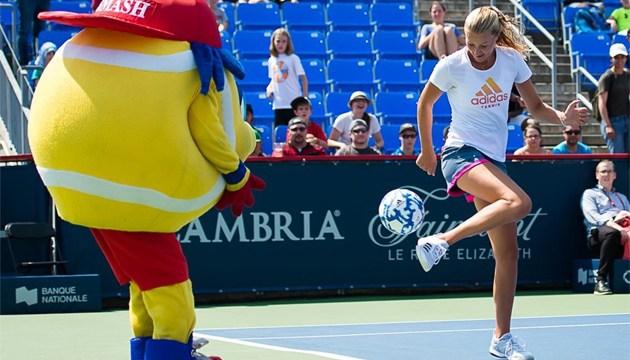 Украинские теннисистки Свитолина и Цуренко сыграли в футбол в составе сборной WTA