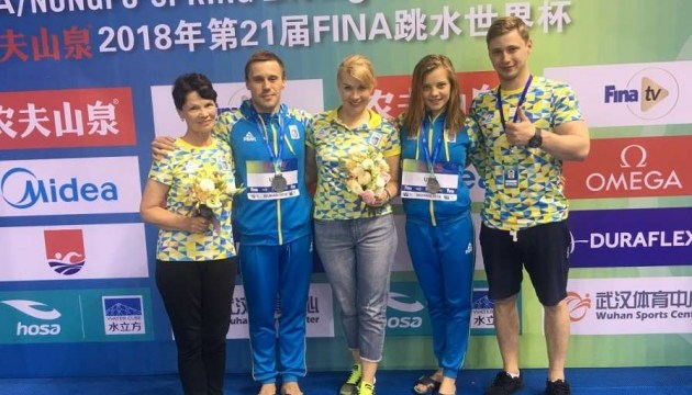 Стрибки у воду: Україна бере «золото» чемпіонату Європи у командному турнірі