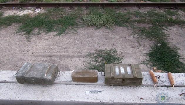 На Запорожье правоохранители изъяли в грузовом вагоне поезда 40 гранат