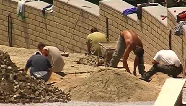 Près de 900 000 Ukrainiens travaillent en Pologne