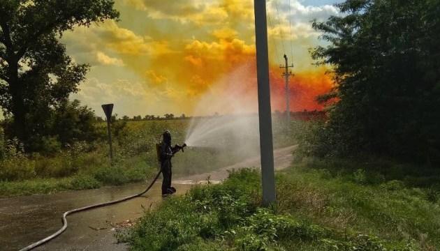 На Днепропетровщине продолжается ликвидация утечки химвещества из автоцистерны