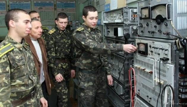 Гройсман подчеркнул важную роль войск связи в современной армии
