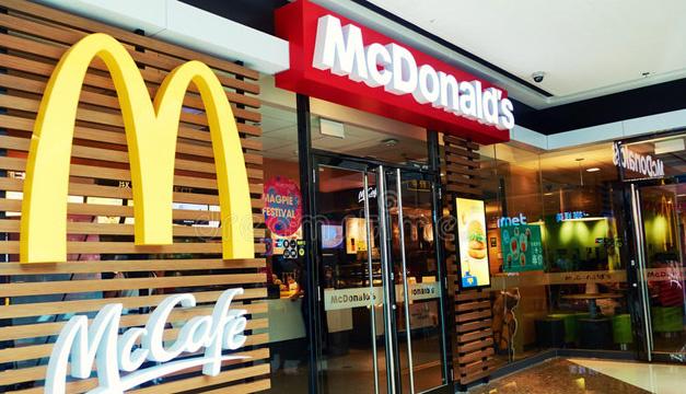 Закрытый на карантин McDonald's призвал своих посетителей к самоизоляции