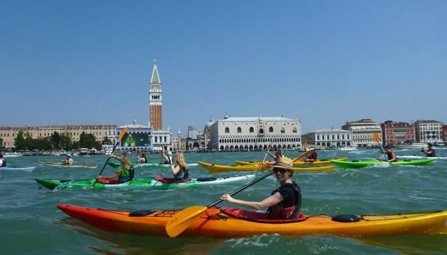 Венеція заборонила кататися Гранд-каналом на каяках