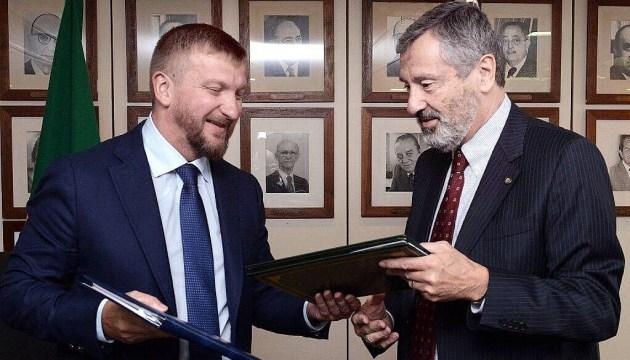 Україна і Бразилія підписали договір про правові відносини у цивільних справах