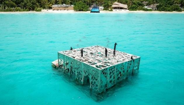 На Мальдивах туристы могут посетить полузатопленную галерею
