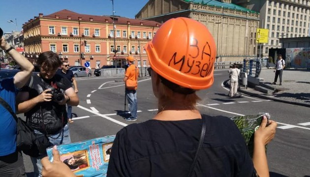 Протестувальники на Поштовій взяли паузу до понеділка