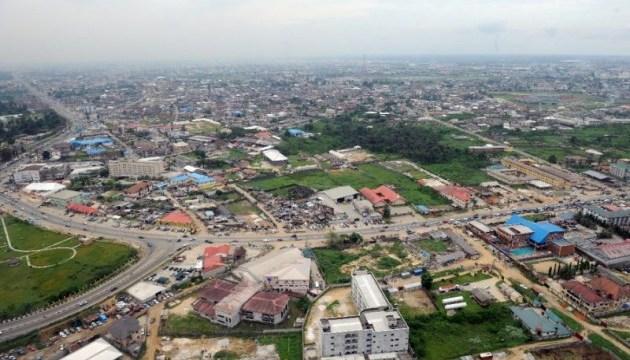 В Нигерии автобус влетел в погрузчик, 13 погибших