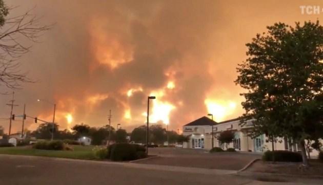 Пожежа у Каліфорнії: з Лос-Анджелеса евакуюють 20 тисяч людей