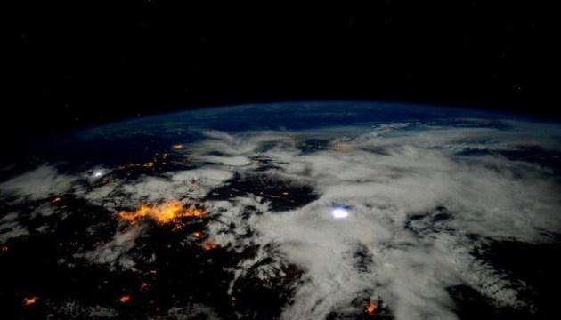 Вчені виявили велетенську діру в іоносфері Землі
