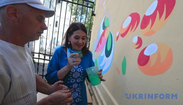 У Києві стартував арт-проект: Самчиківський розпис наносять на будівлі