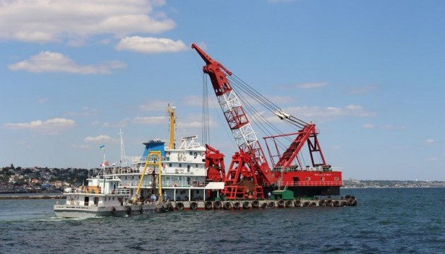 乌海港局:中国公司在切尔诺莫尔斯克启动15艘疏浚船只