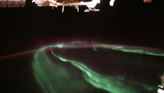 Астронавт опублікував знімки полярного сяйва з космосу