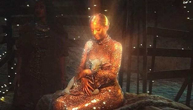 Кайлі Дженнер знялася для кліпу свого хлопця в образі Діви Марії