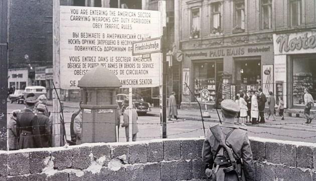 Німеччина закликає пам'ятати про несправедливість диктатури НДР