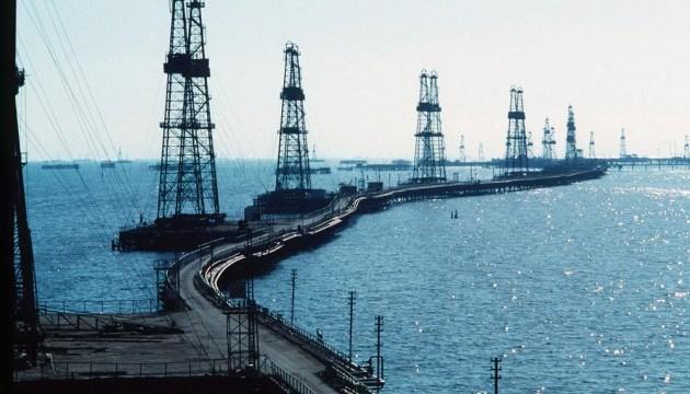 Нефть дешевеет на фоне признаков замедления роста мировой экономики