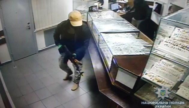 Полиция раскрыла детали дерзкого нападения на ломбард в Киеве