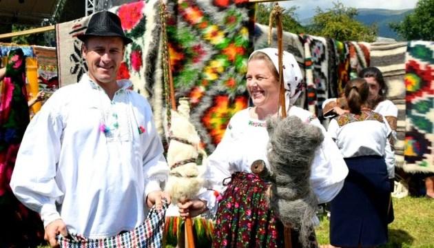 На Закарпатье гуцульскому покрывалу посвятили фестиваль