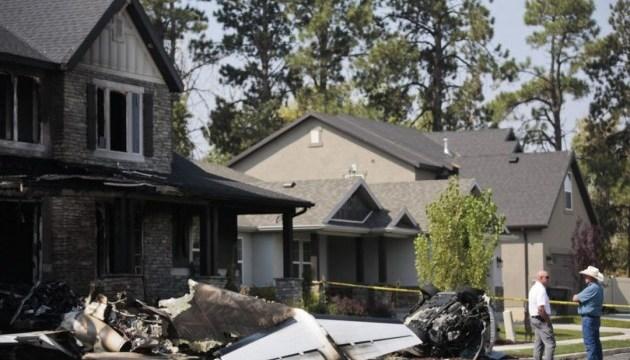 В США мужчина протаранил дом самолетом после ссоры с женой
