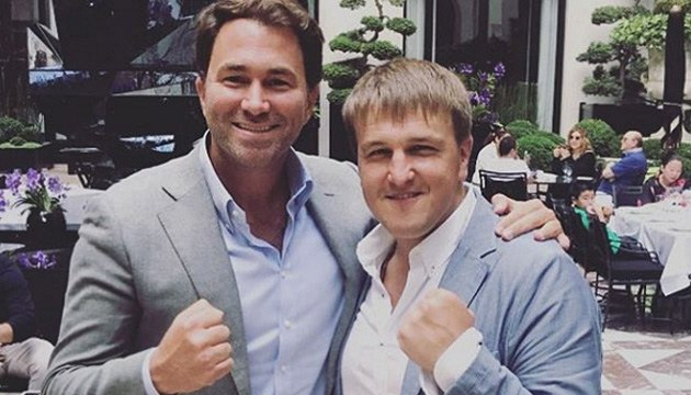 Промоутери боксерів Усика і Беллью провели зустріч у Парижі