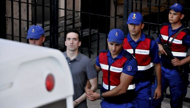 В Турции освободили двух греческих военных, задержанных с марта