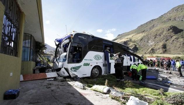 ДТП у Болівії: зіткнулися два автобуси, загинули понад 20 осіб