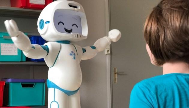 Ученые создали робота, который поможет детям с аутизмом общаться с терапевтом