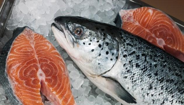 У Китаї райдужну форель видають за лосося