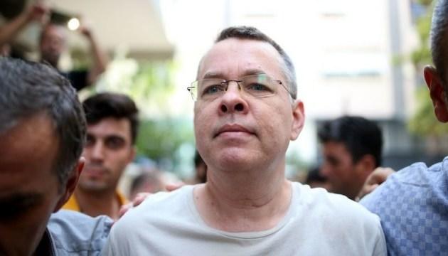 Турция отказалась выпускать американского пастора из-под домашнего ареста