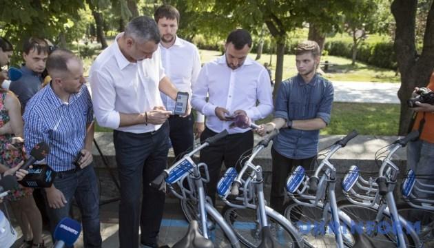 Кличко протестировал новую систему велопроката, которая заработала в Киеве