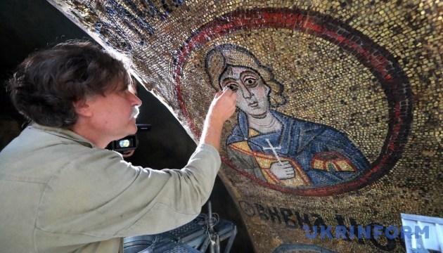 В Софии Киевской начали реставрацию уникальных мозаик и фресок