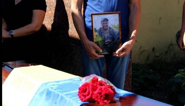 В Луганской области простились с бойцом, тело которого неделю не отдавали оккупанты