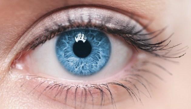 Синє світло гаджетів псує зір - вчені