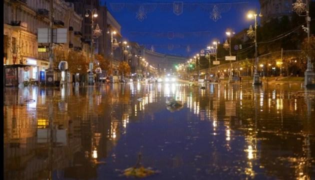 Nächtliches Unwetter in Kiew: Hauptstraße Chreschtschatyk stand unter dem Wasser - Fotos