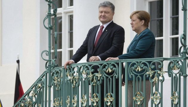 Poroshenko, Merkel coordinate positions on the eve of meeting between chancellor and Russian president